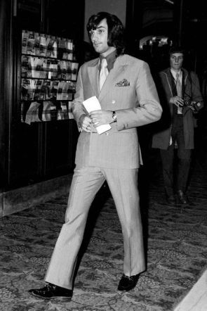 Get some slick Seventies style inspiration from the best-dressed men of the decade _ See the best-dressed men and strongest looks of the 1970s, including Steve McQueen, Paul Newman, Gianni Agnelli, George Bes (1)